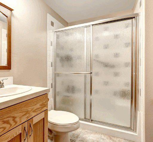 Стеклянная шторка для ванной: на что стоит обратить внимание при выборе