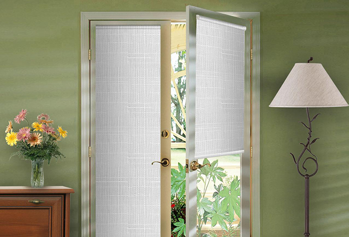 Декоративные шторы на дверной проем, преимущества и недостатки