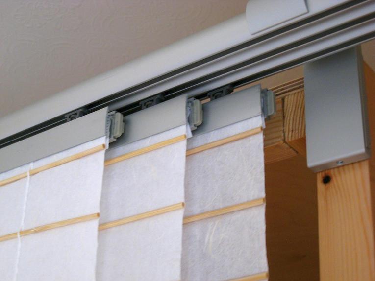 Японские шторы в качестве перегородки для разделения комнаты