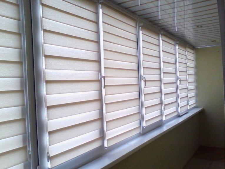 Рулонные шторы на балкон: удобно и красиво